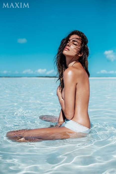 Smolderingly Topless Editorials - The Maxim Magazine Cover Shoot Stars Irina Shayk