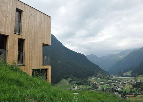 Rectangular Wooden Abodes - This Hiking Retreat Features a Contemporary Design