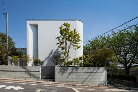 Strategic Slit Architecture - Yaita Associates Makes the Most of a Space Near Tokyo
