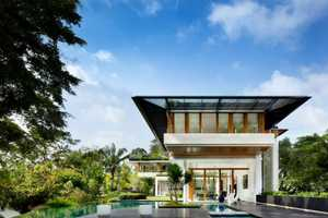 This Luxury Estate Home Accommodates Co-Habiting Generations