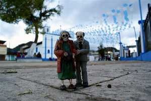 Isaac Cordal's Figurines Tell a Tragic Story