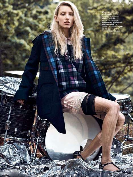 Mismatched Grunge Editorials - The Glamour UK September 2014 Come As You Are Photoshoot is Vintage