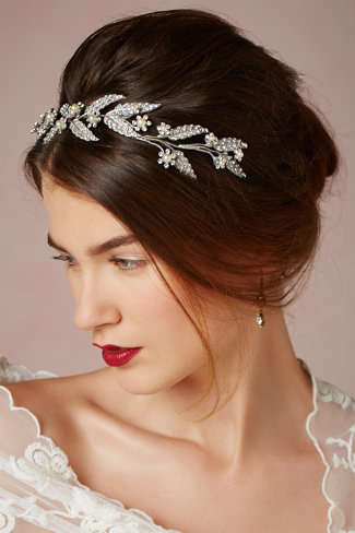 35 Bridal Headpiece Accessories - From Avant-Garde Fascinators to Delicately Feminine Headwear
