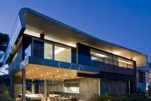 The Hover House 2 Features Green Outdoor Living