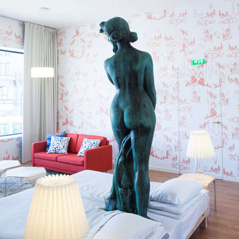 Statue-Encircling Hotels - Hotel Manta is Formed Around a Nude Statue