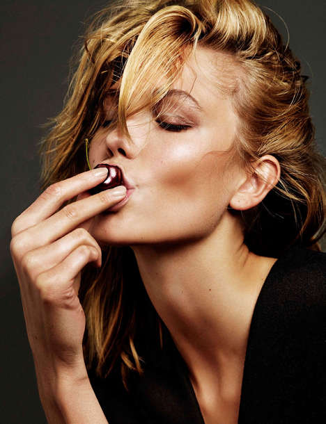 Flirtatious Supermodel Editorials - The Karlie Kloss Vogue Netherlands Images are Simply Stunning