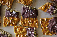 Pumpkin Spice Treats - Honestly Yum's Recipe for Spiced Pumpkin Seed Brittle is a Fall Favorite
