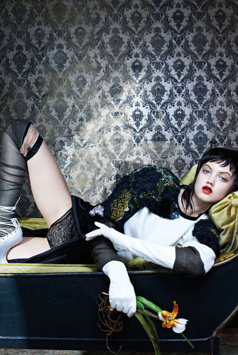 Maudlin Hotel Editorials - Lindsey Wixson Stars in Vogue Italia's November Issue