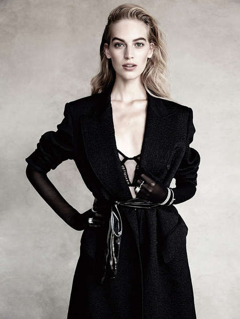 Markedly Monochromatic Editorials - The Vogue Spain Vanessa Axente Photoshoot Dispalys Black Apparel