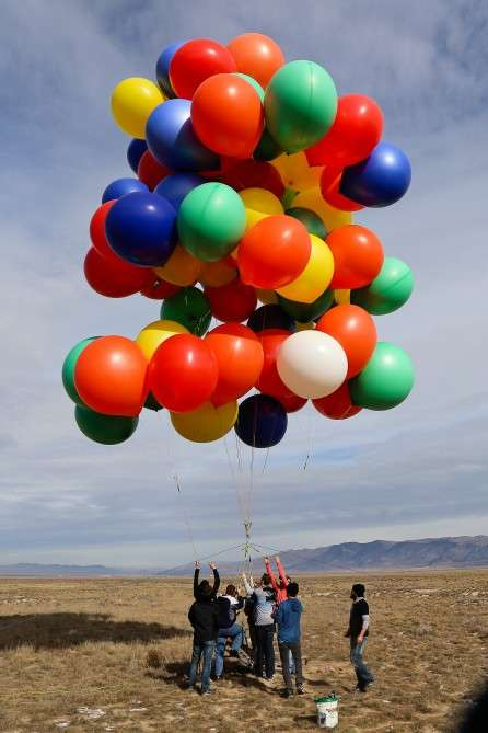 Balloon Flight Stunts - Erik Roner Used 90 Helium-Filled Balloons to Fly 8,000 Feet High