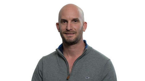Embracing Minimalist Wealth - Leon Logothetis' Thankful Talk Explores Notions of Richness