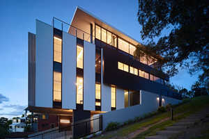 The Miami Hills Residence Features a Uniquely Overlapping Facade