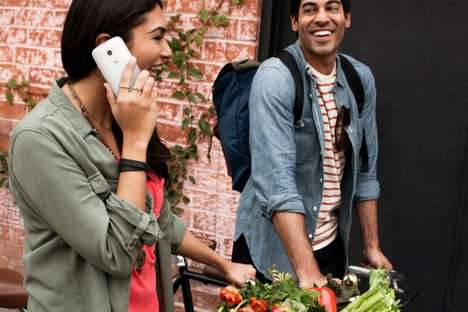 Customizable Budget Smartphones - The Moto E Features Quality Specs and Changeable Color Bands