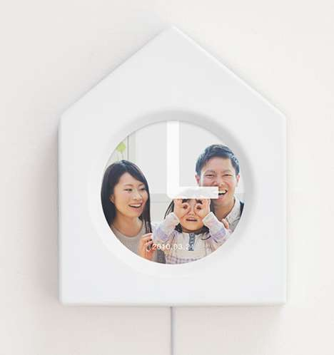 Nostalgic Photo Clocks - The Memory Clock Revisits the Past with Photos Taken on the Same Day
