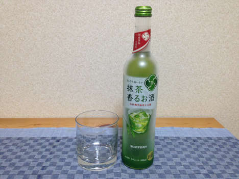 Alcoholic Matcha Drinks - Suntory's Liquor Loosens the Tradition That Green Tea is Steeped In