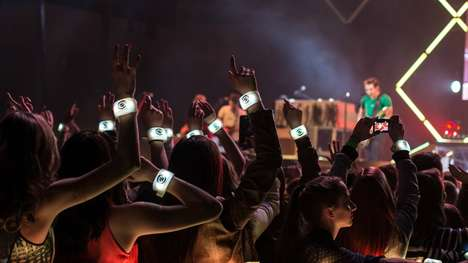 Concert LED Wristbands - The Country Music Awards Lets Fans Rock Out with Hi-Tech Souvenirs