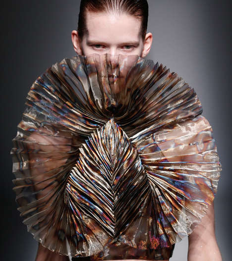 Sculptural 3D Print Fashion - Iris van Herpen's Latest Collection Explores Artistic Forms