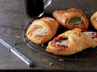 Savory Croissant Pastries - Starbucks' Breakfast Pastry Items Are Wrapped in Flaky Croissant Folds