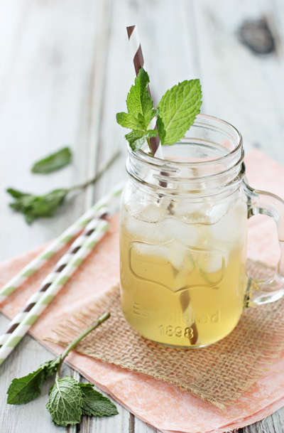 Vanilla Lemonade Teas - Cookie Monster Cooking's Vanilla and Honey Iced Tea is Rich in Taste