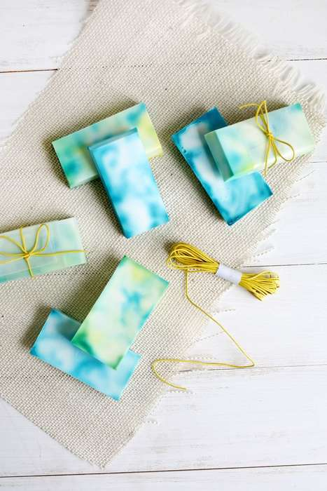 Tie Dye Soaps - This DIY Craft Idea Makes Beautiful Tie Dye Soaps that are Perfect for Gifts