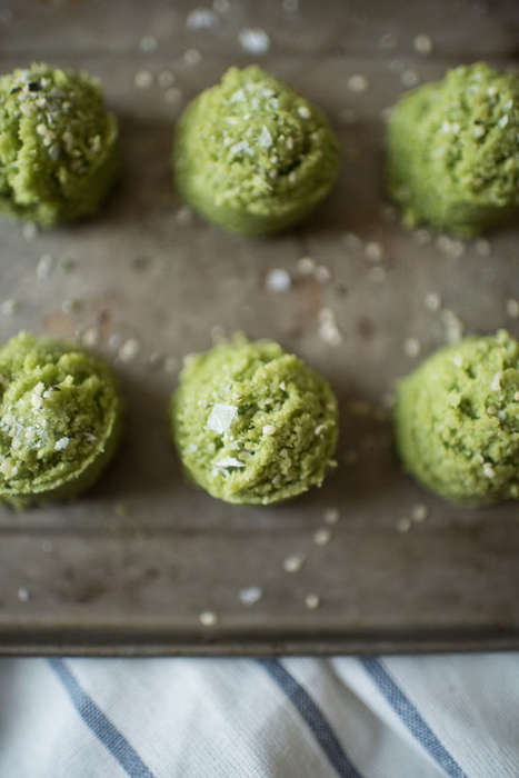 Raw Matcha Macaroons - This Heathy Green Tea-Infused Macaroon Recipe Does Not Require Any Baking