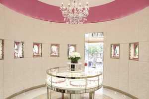 This Jaff Jewellry Shop Design Imitates Being Inside a Wedding Cake