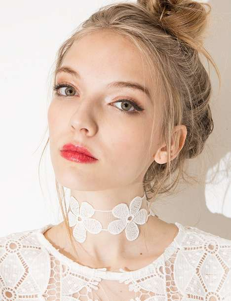 Floral Choker Necklaces - Pixie Market's White Daisy Choker Draws Inspiration from the 90s
