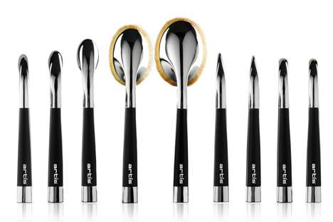 Perpendicular Makeup Brushes - The Repositioned Fibers on Fluenta Brushes Improve Ease of Use