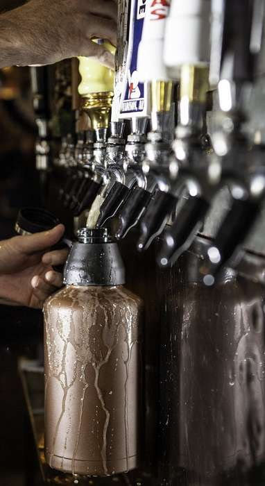 Vacuum-Sealed Growlers - This Handy Beer Flask Protects the Taste and Carbonation of the Contents