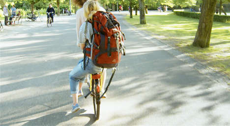 Cyclist Hitchhiking Schemes - Yellow Backie Gives Tourists a Free Bike Ride via Luggage Rack