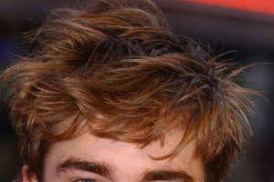 Robert Pattinson Sets Off Vampire Craze