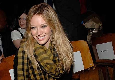 16 Plaid Fashions for Winter - Hilary Duff Shows How to Rock this Cold-Weather Look