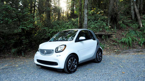 Practical Compact Cars - The Mercedes Benz 'Smart Fortwo' is Perfect for City Driving