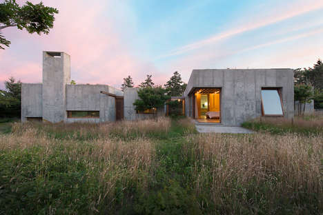 Moveable Concrete Houses - This House on the Coast Can Be Moved to Adapt to the Changing Environment