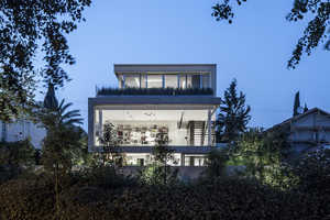 This Modern House by Pitsou Kedem Offers Warmth to a Square Shape Design