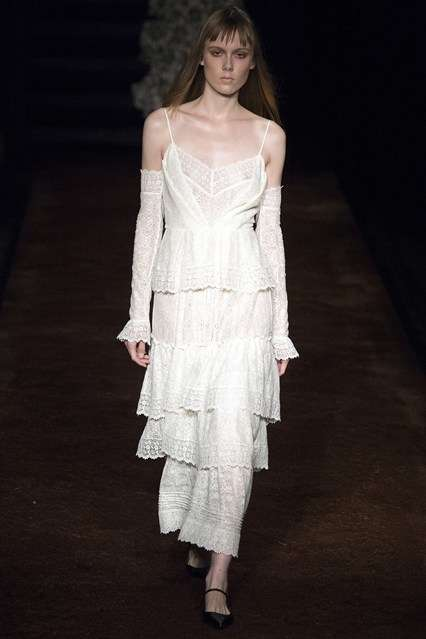 Victorian Prairie Dresses - The Erdem Spring/Summer Collection Offers Turn of the Century Style