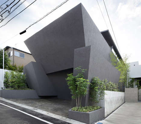 Black Angular Homes - This Tokyo Residence is Encased Inside a Series of Huge Black Concrete Walls