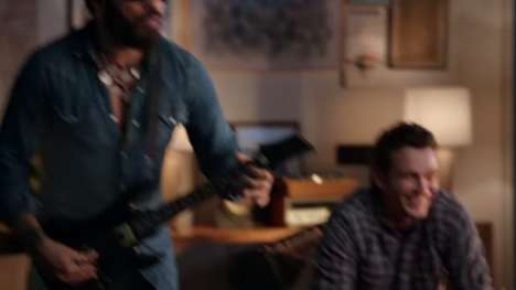 Live Guitar Gaming Ads - The Guitar Hero Live Ad Features Lenny Kravitz & James Franco