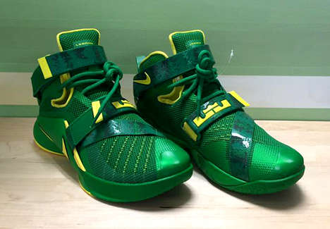 Athlete-Endorsed Collegiate Footwear - The Oregon Ducks Will Wear Custom-Made Lebron Soldier 9s