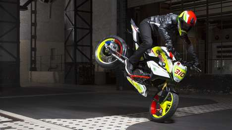 Beginner Stunt Motorbikes - The BMW Concept Stunt G 310 Will Infiltrate the Learner Bike Category