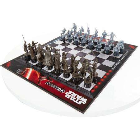 Sci-Fi Battle Board Games - This Star Wars: The Force Awakens Chess Set is Beautifully Crafted