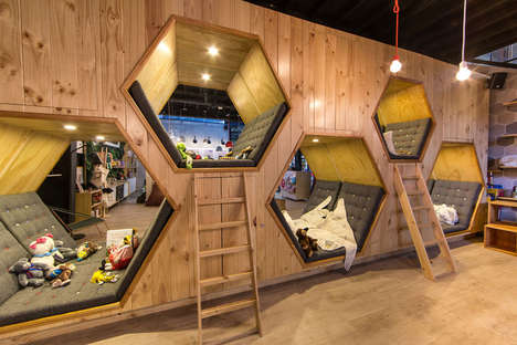 Sociable Children's Bookstores - Columbia's 9 3/4 Cafe Bookstore Encourages Play Inside Comfy Nooks