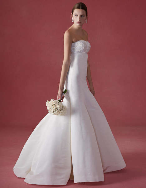 Structured Wedding Couture - The Oscar de la Renta Fall Collection Offers Gowns with Defined Shape