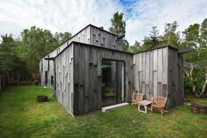 This Modern Forest House Uses Surrounding Materials for Its Construction