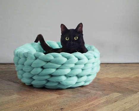 Merino Wool Cat Beds - Anna Mo's Thick Knit Pet Beds are Made Using Giant Knitting Needles