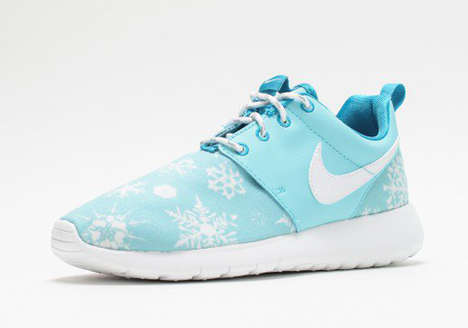 Snowflake-Patterned Sneakers - The Nike 'Roshe Run' Recieves a Light Winter-Themed Print