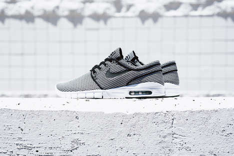 Skateboarding Legen Sneakers - The Nike SB Checkered Stefan Janoski Max Provides Superior Support