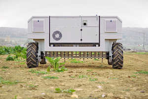 This Very Efficient Farm Robot Removes Weeds Without Herbicides