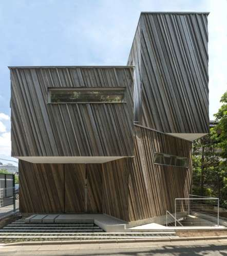 Modern Rustic Homes - The Kyodo House in Japan Uses Strikingly Slanted Wood Slats