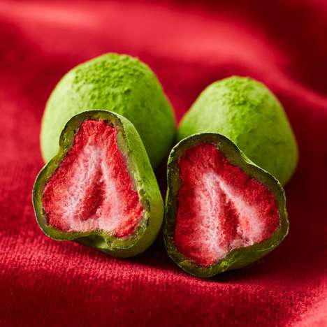 Superfood Matcha Strawberries - These Fresh Fruit Treats are Coated in Matcha Tea and Chocolate